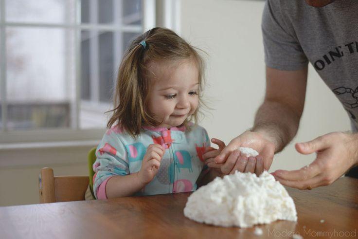 Снег Тесто Рецепт - большая сенсорная игра для малышей и детей!  Сделано только с 3 ингредиентов!  ModernMommyhood.com