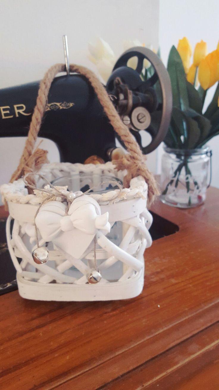 Lanterna decorata con cuore e fiocco in polvere di gesso ceramico.