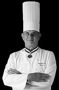 L'histoire de la tarte Tatin est assez sympathique, elle trouve son origine à la fin du XIXème siècle, en plein centre de la France, en Solo...