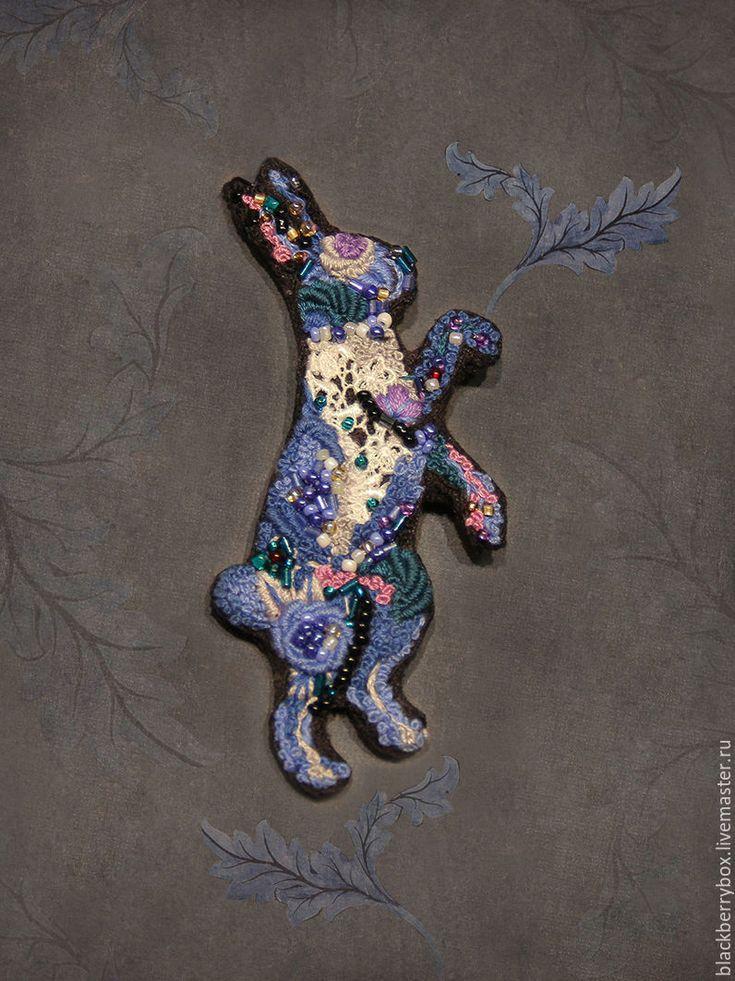 """Купить Брошь """"Голубой кролик"""" - вышитая брошь, Вышивка бисером, вышивка Рококо, кролик"""