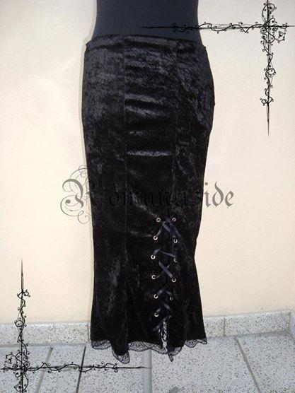 Falda larga de chiffon con tajo en un lateral.