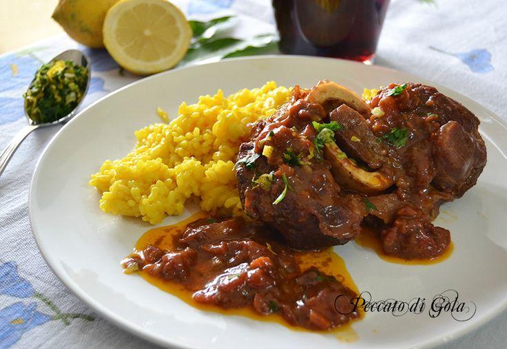 La ricetta dell'ossobuco alla milanese, insieme al risotto allo zafferano, rappresenta il piatto più tradizionale della Lombardia e ovviamente di Milano.