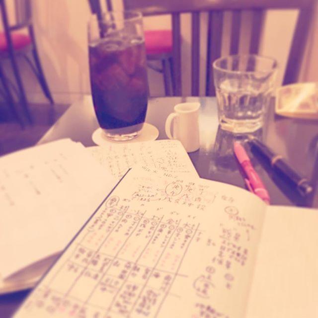 erin1117222朝から横浜でお茶のお稽古🍵 スマホを電車に置き忘れ・・ お稽古が終わってから駅員さんに問い合わせ 「横須賀中央」にあるとのこと・・(°▽°) どこそこ!!笑 横浜地元だけど初めて行った。 京急乗らないからなぁ。 そして、ようやく東京に戻りました^_^ 今から趣味電車学んでるお勉強のレッスン 前回の復習中!!面白い♡ #落し物 #置き忘れ#モレスキン #moleskine #方眼ノート #方眼 しか使わない#moleskine が好き#ハードカバー #ハードカバーノート #ノート #学び#勉強#カフェラミル#アイスコーヒー2017/10/24 18:41:46