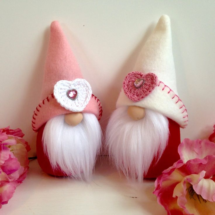 Love is in the air! Two little gnomes I just finished.