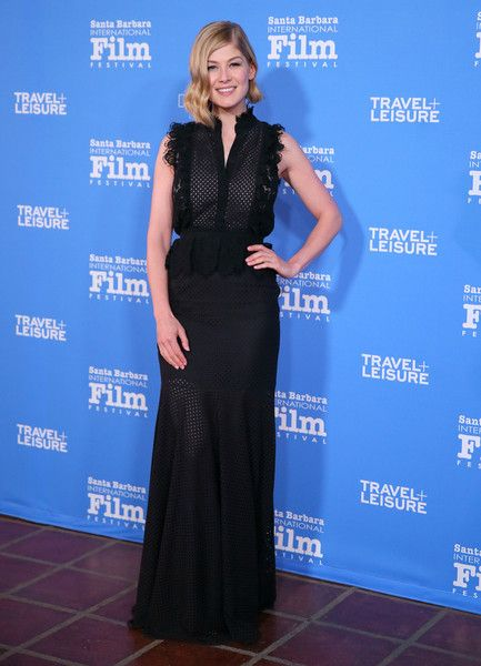 Rosamund Pike Photos - Actress Rosamund Pike attends the Virtuosos Award at the 30th Santa Barbara International Film Festival at the Arlington Theater on February 1, 2015 in Santa Barbara, California. - The 30th Santa Barbara International Film Festival - Virtuosos