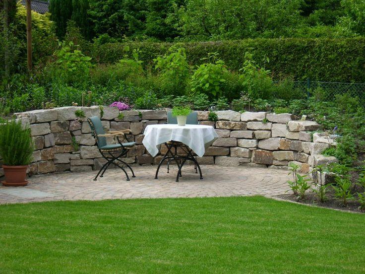 Sitzplatz Im Garten Mit Steinmauer Sitzplatz Im Garten Sitzecken Garten Trockenmauer