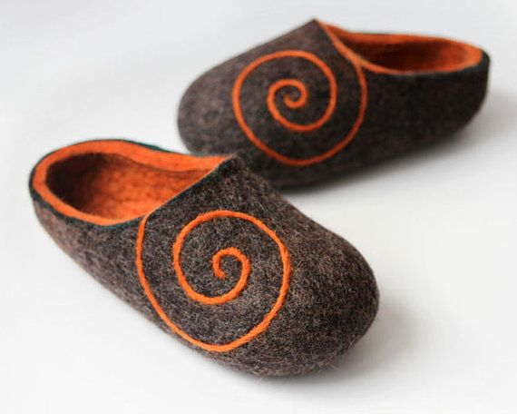Handmade felted Wool  Crocs Slippers. Braun- Gray / Orange with Orange Spiral ornament. Size EUR 38 -39  ready to ship.