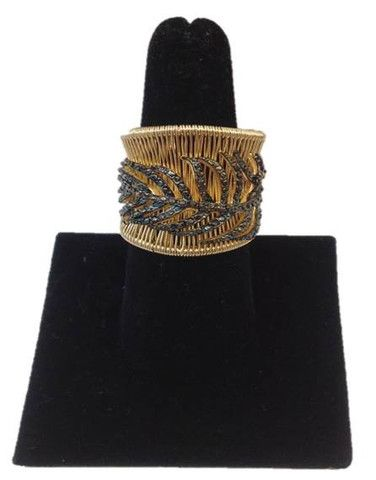 This scalloped, molded Mires Brandao #ring is plated in 18k gold, handcrafted in Brazil, and its features on the leaf are natural black zircon stones. Adjustable in size