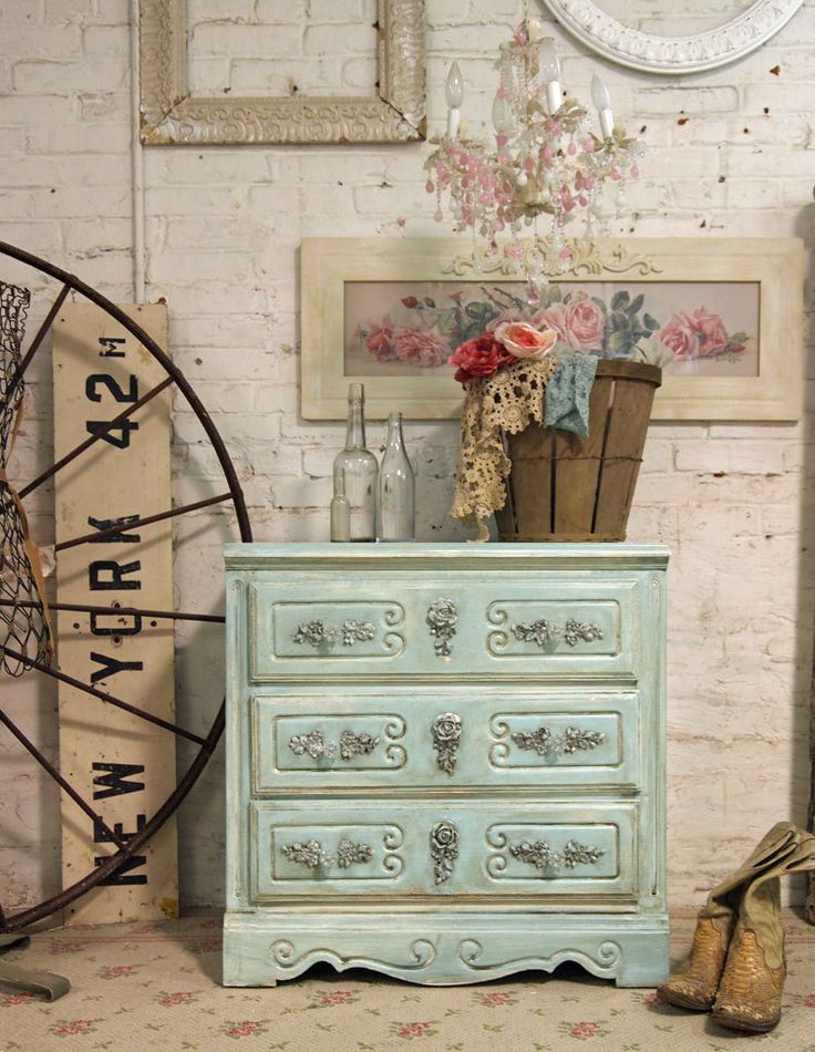 A beautiful French Vintage chest of drawers