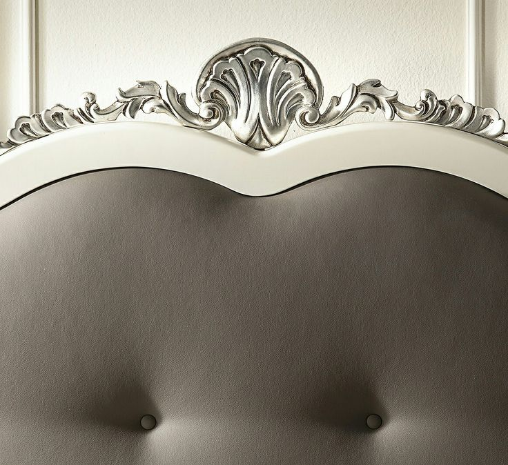 Tablie pat tapitata cu piele la comanda Close up detail on this white&grey headboard