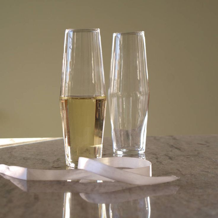 Are you interested in our unique design champagne flutes? With our modern sparkling wine glasses you need look no further.