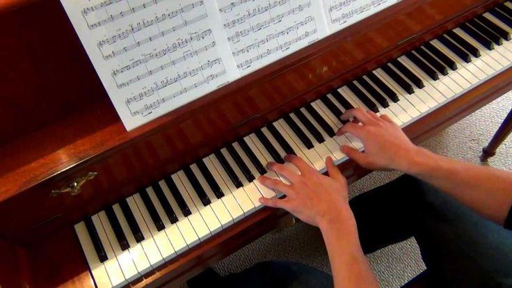 Esperança. Yiruma. Interpretação ao piano solo. Yiruma (Seul, Coréia do Sul, 15/02/1978) é um pianista e compositor, nascido Lee Ru-ma.  - YouTube.