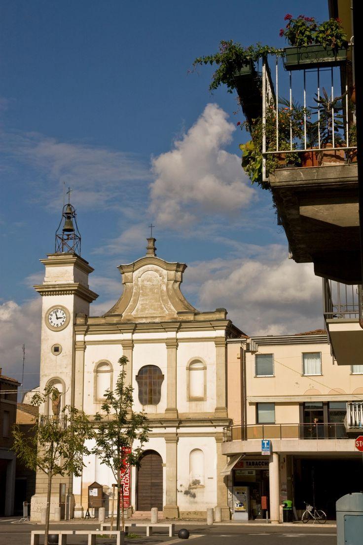 Fusignano nel Fusignano, Emilia-Romagna (Piazza Corelli con Chiesa del Suffragio)
