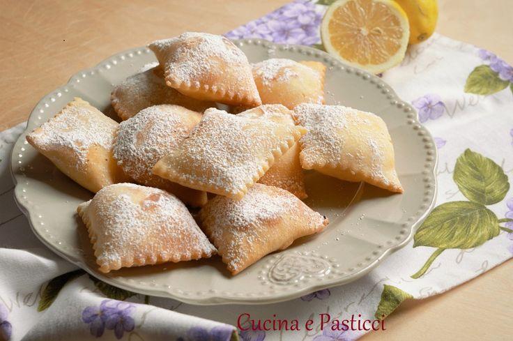 I ravioli dolci di ricotta si preparano in Sardegna e non solo, per il periodo di carnevale.