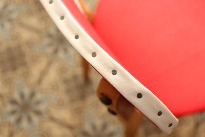 L'atelier Des Petites Bauloises: Chaise année 50 restaurée en simili cuir rouge