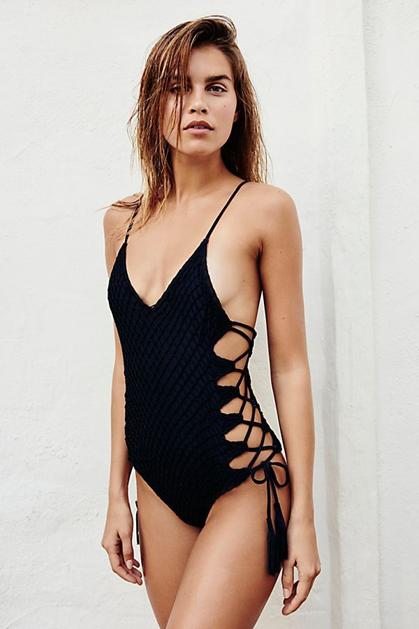 cce67a479c1e Crochet Florence One Piece Swimsuit   Hello Sunshine   Favorite Swimsuits +  Beachwear 2019   Trajes de baño, Vestidos de baño, Vestidos