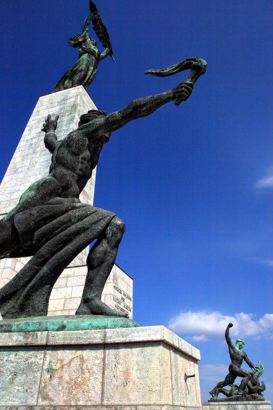 Liberation Monument Felszabadul 225 Si Eml 233 Kmű Budapest