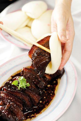 Kong bak pao by Chef Tan Hee Ang of Beng Hiang Restaurant, Singapore  Marinade: light soy, dark soy, chopped garlic, cornflour, sesame oil, sugar, five spice powder and pepper