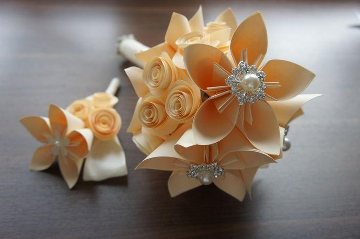 Brautstrauss beige Broschen von Papier Träume auf DaWanda.com