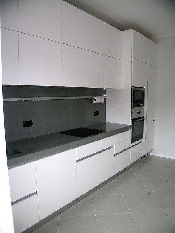 Cucina Bianco Lucido Con Piano In Quarzo Arredo Interni Cucina Design Cucine Interni Della Cucina