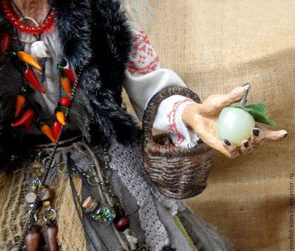 Купить или заказать Баба Яга в интернет-магазине на Ярмарке Мастеров. Авторская интерьерная художественная кукла ручной работы. Высота ок. 47 см (вместе с подставкой - 50 см), поза не изменяется, только руки подвижны в плечевом суставе, папье-маше, акриловые краски, волосы искусственные... Срок изготовления 1 месяц, точное повторение невозможно.
