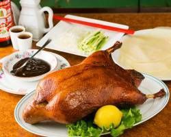 北京ダック頼んで身まで食ってたら店員注意しにきてワロタWWWW
