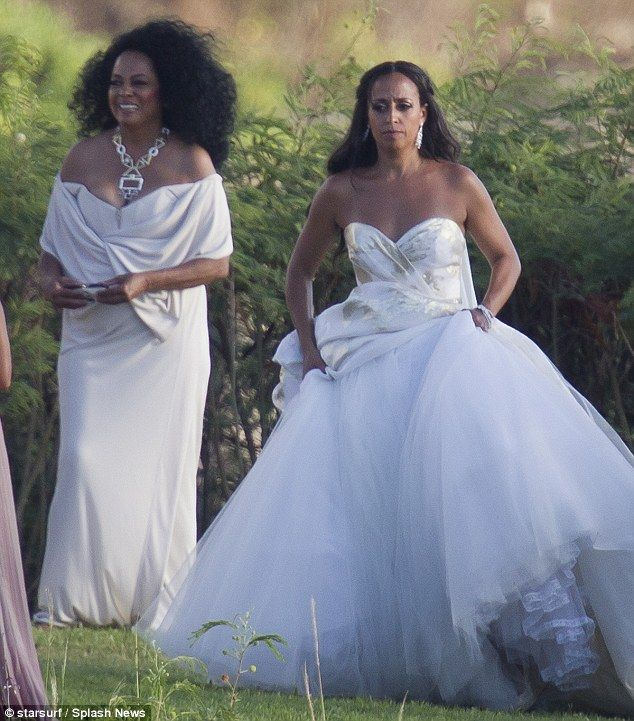 Celebrity Wedding Hawaii: Diana Ross Shows Off Cleavage In White Gown At Daughter 's