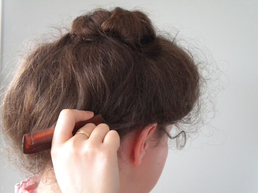 Gibson Girl Hairstyle tutorial.  This hairstyle looks so good, in my humble opinion, and will work with my shoulder length hair.  It is also possible to make it more modern-looking.