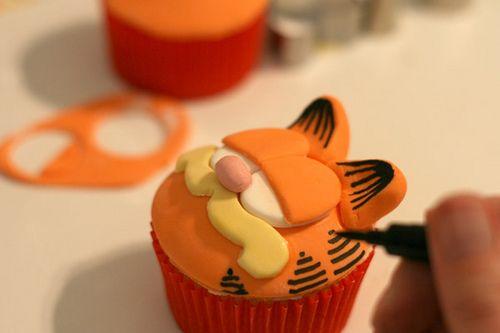 Garfield Cupcakes by Bakerella, via Flickr