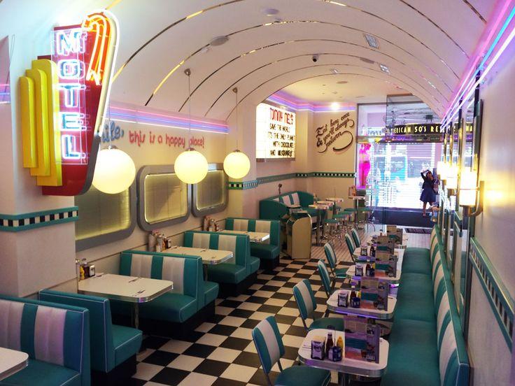 Ven y disfruta en Tommy Mel´s Gran Vía, Madrid La interiorista Aurora Gámez te cuenta el proyecto de este local! restaurant, diner, hamburguer