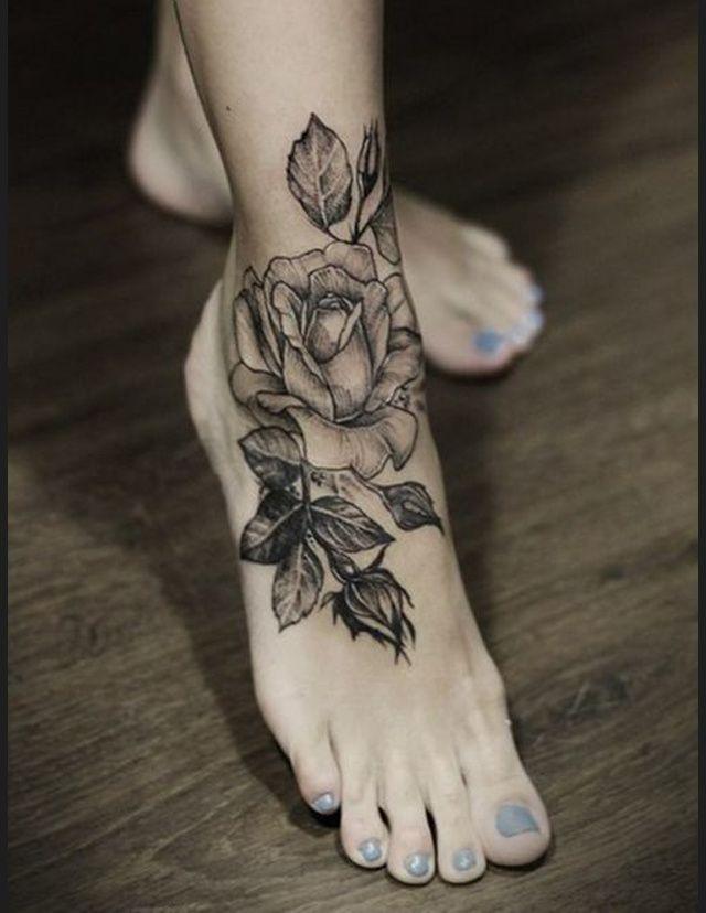 Tatouage cheville roses