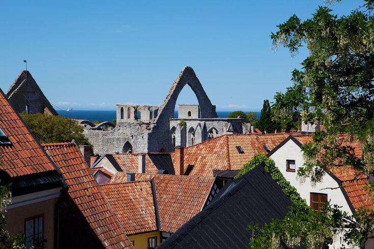 Ingen stad i Sverige är så mycket sommar som Visby på Gotland.