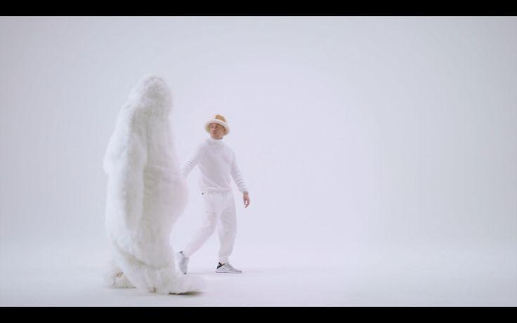 Fluffy faceless yeti.  Music video: Jebroer - Leven Na De Dood