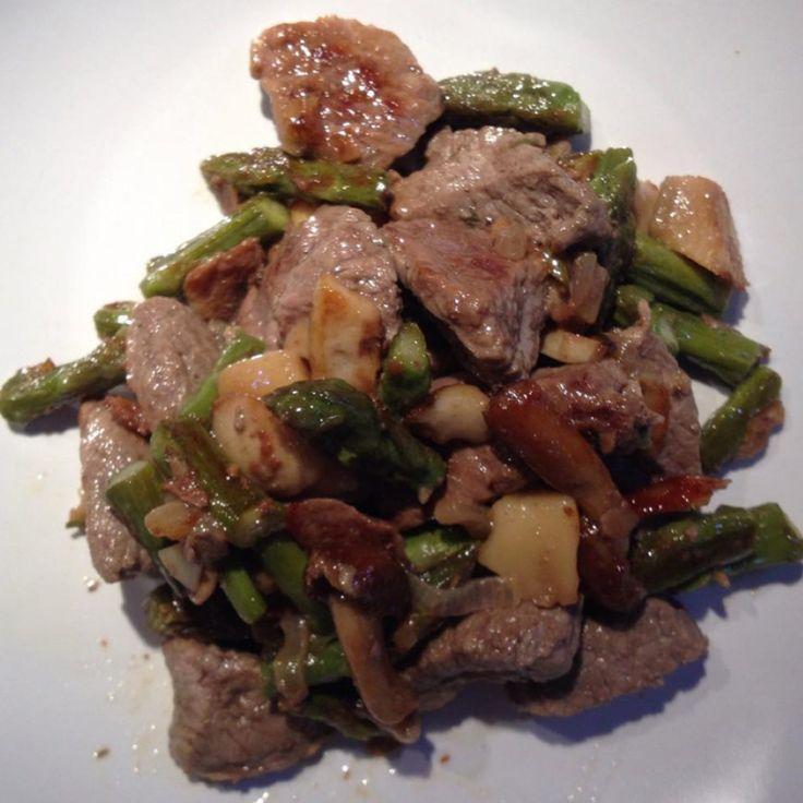 Bocconcini di manzo con funghi e asparagi | Paleo Sisters
