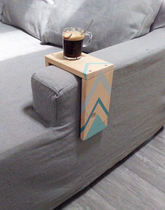 Plateau pour accoudoir de canapé ce plateau est réalisé en bois issu de palette industrielle