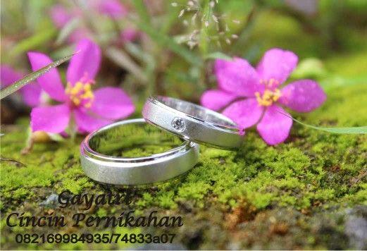 Model cincin terbaru kini hadir di.gayatri toko cincin pernikan wa 082169984935, alamat jalan nyi pembayun no.4 kotagede jogjakarta untuk pernikahan bulan maret ada diskon buat kamu