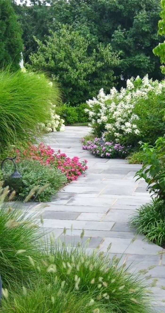 pavé carrossable gris en béton, faire une allée de jardin en pavés