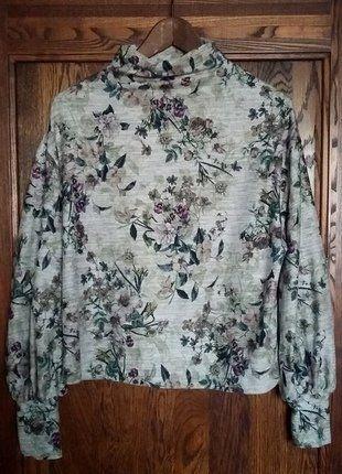 Kup mój przedmiot na #vintedpl http://www.vinted.pl/damska-odziez/swetry-z-dzianiny/17213553-polgolf-w-kwiatowy-wzor-stradivarius