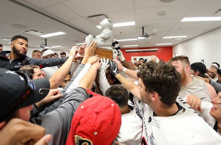 Monday Morning Quarterback: Ravens win wild double-OT Panda Game before record crowd, rugby Gryphons edge Marauders, Hufsmith wins Sled Dog Open — Men's Football — USPORTS