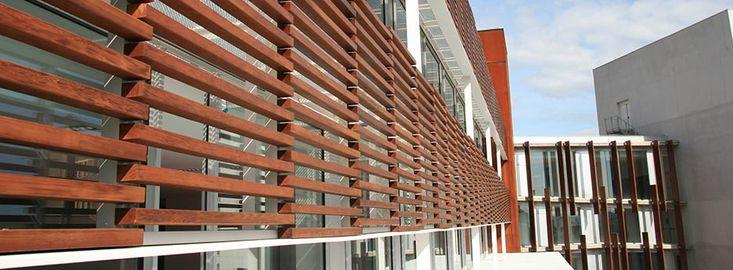brise soleil cortasoles de madera lamas de madera ventanas con rejas pinterest. Black Bedroom Furniture Sets. Home Design Ideas