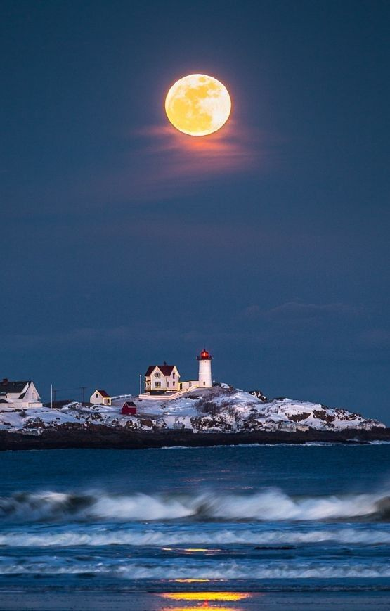 Moon over Nubble lighthouse (Maine)