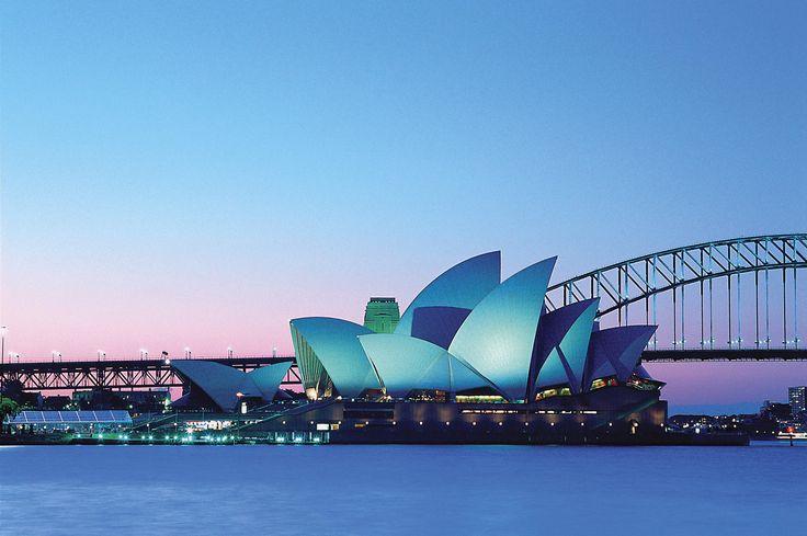 L'opéra de Sydney, à Sydney, est l'un des plus célèbres bâtiments du XXe siècle et un haut-lieu de représentation des arts notamment lyriques.