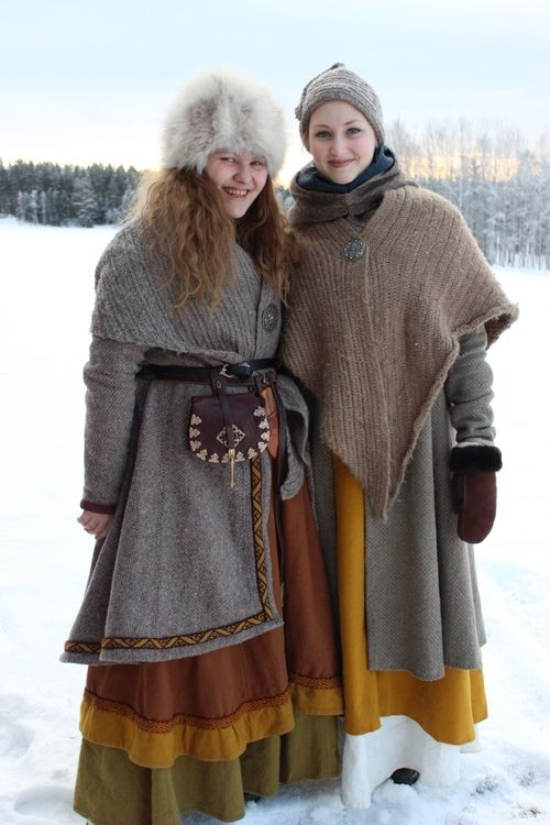 Winter clothing with naalbinding shawls