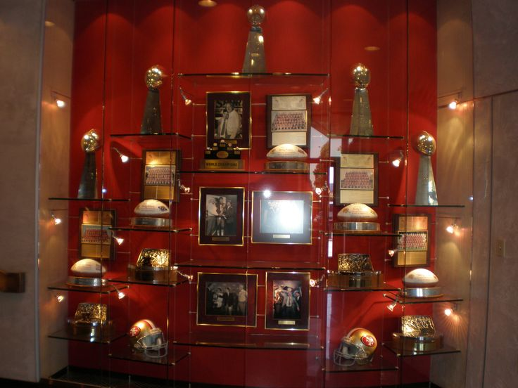 Google Image Result for http://upload.wikimedia.org/wikipedia/commons/1/14/SF_49ers_HQ_tophy_wall.JPG