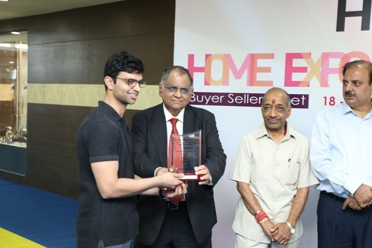 The Ajai Shankar Memorial Silver Award in Houseware and Decoratives category given to M/s Forms, Nagpur. Mr. Zaran received the award. - at Home Expo India, 2017