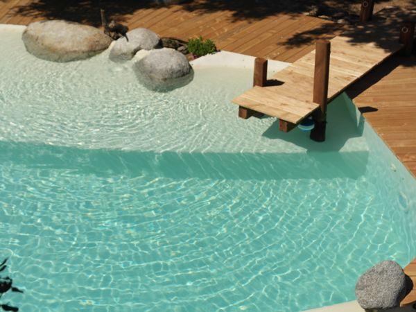 piscine marinal finition beton cire ponton en bois et With nice piscine forme libre avec plage 0 construction de piscines omineraux