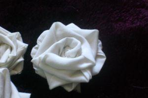 Rosa de tela enrollada