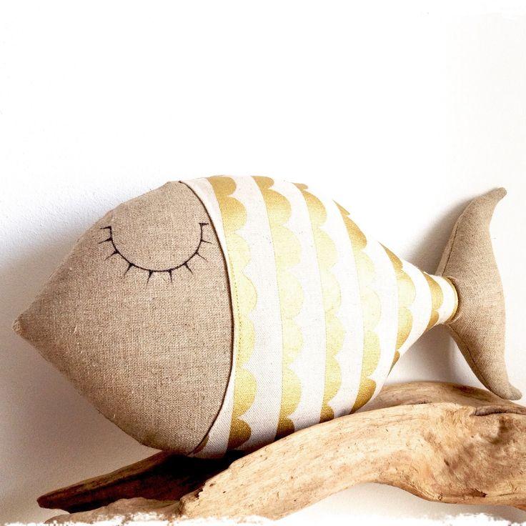 coussin poisson en lin et tissu beige et or : Textiles et tapis par lilihouat