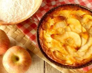 Tarte fine aux pommes allégée Montignac : http://www.fourchette-et-bikini.fr/recettes/recettes-minceur/tarte-fine-aux-pommes-allegee-montignac.html