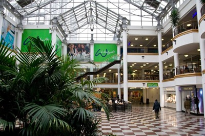 European real estate company Hammerson has beaten Westfield to be the preferred partner in the development of the Whitgift Centre in Croydon, Royal London Asset Management and IBRC Assurance Company confirmed in a joint statement.